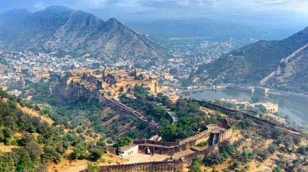Amber Fort- November 18 is marked as the Jaipur Foundation Day which is celebrated with great zeal every year.