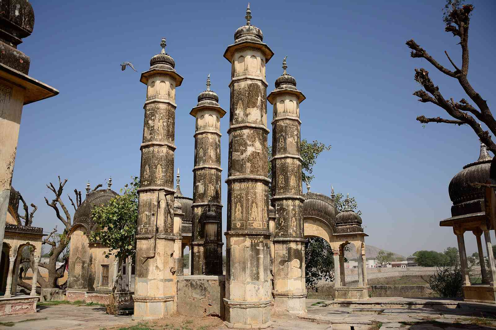 Jhunjhunu - A well with minarets and 'chhattris'