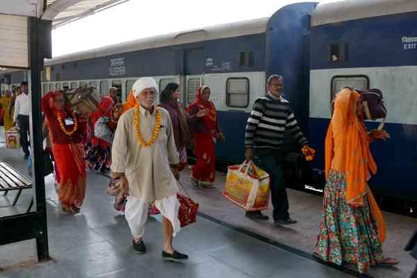 जगन्नाथपुरी तीर्थ पर रवाना हुए 270 वरिष्ठ नागरिक