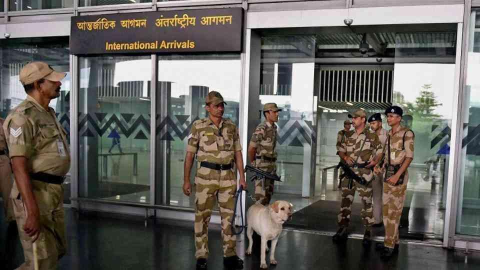 एयरपोर्ट पर केंद्रीय औद्योगिक सुरक्षा बल