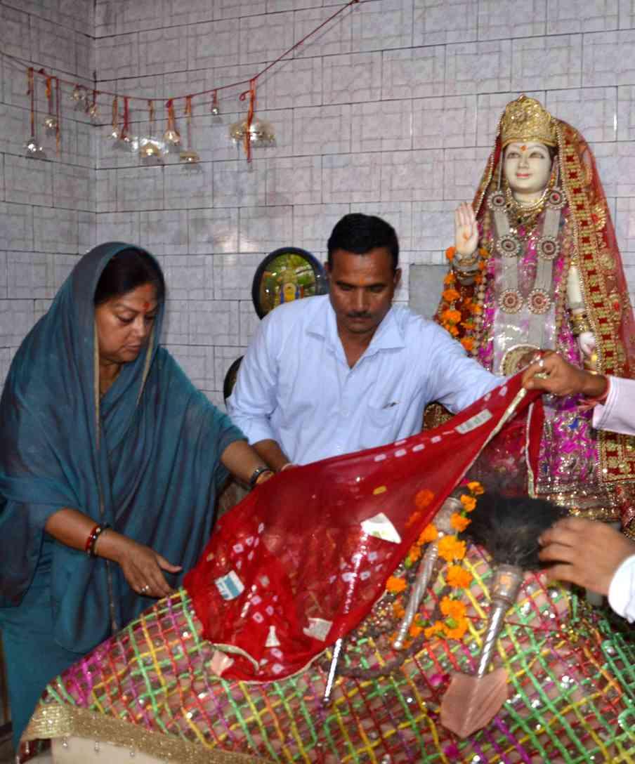 CM Vasundhara Raje in karni Mata Temple Bikaner