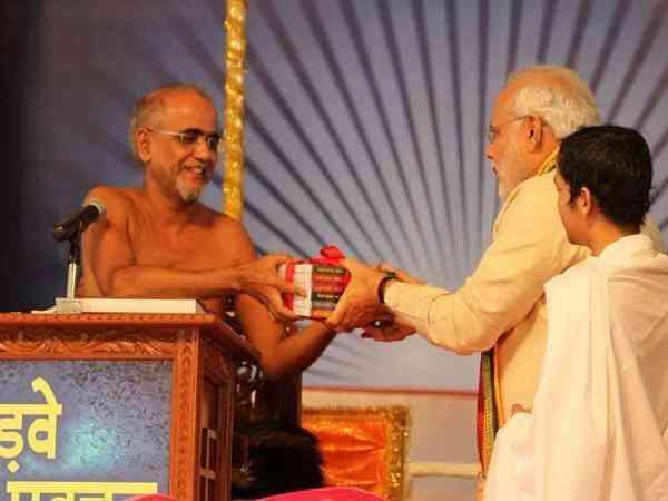 Jain Saint Tarun Sagar with PM Narendra Modi