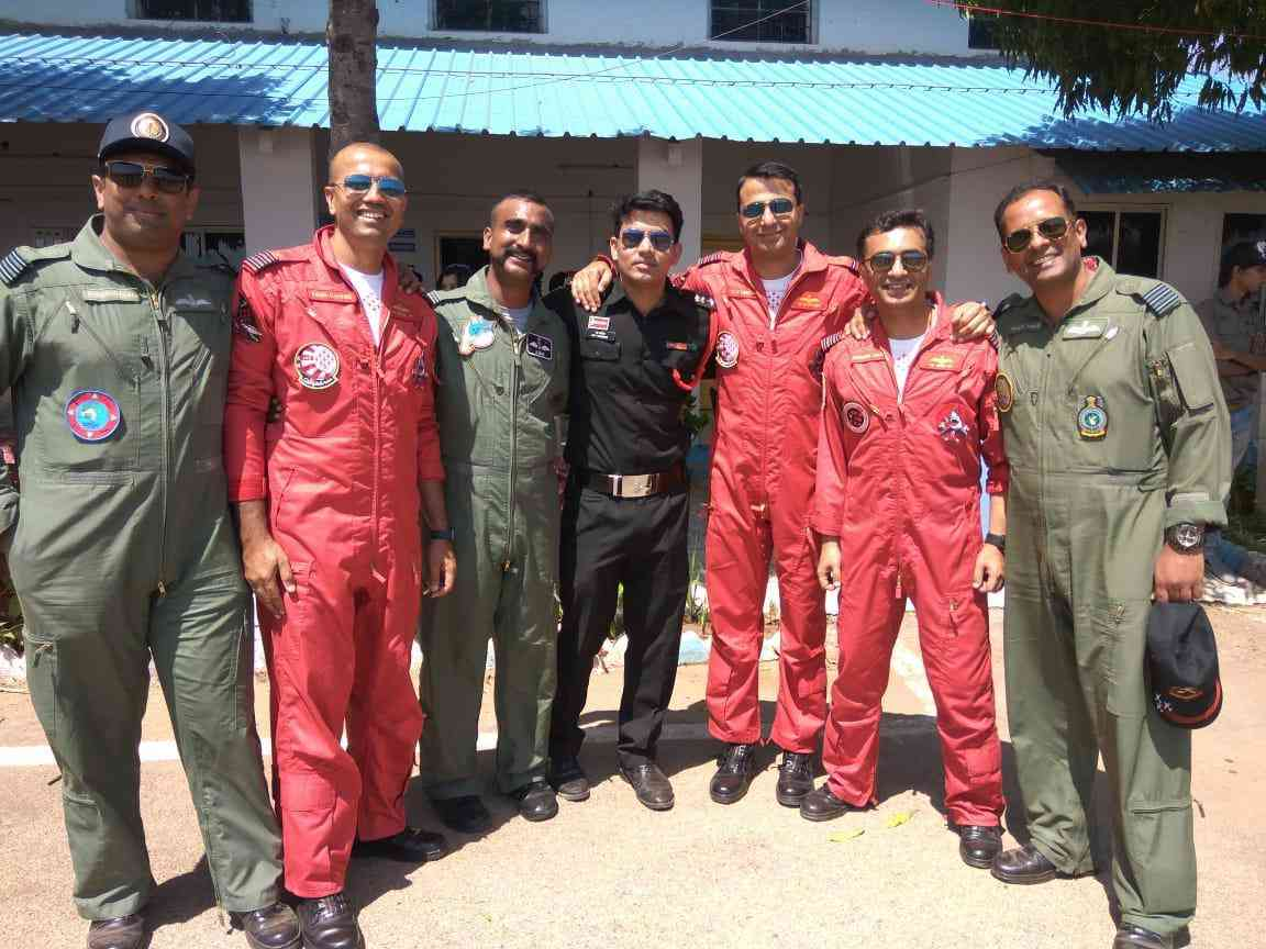 Air Force Pilot Abhinandan Vardhman with his colleagues