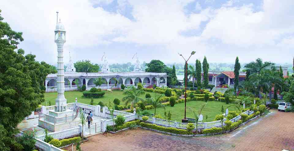 Shri Andeshwar Parshwanath Jain temple