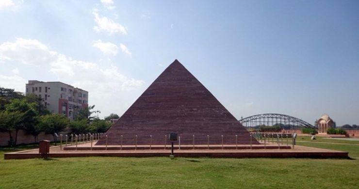Great pyramid of Giza Seven Wonders Park, Kota