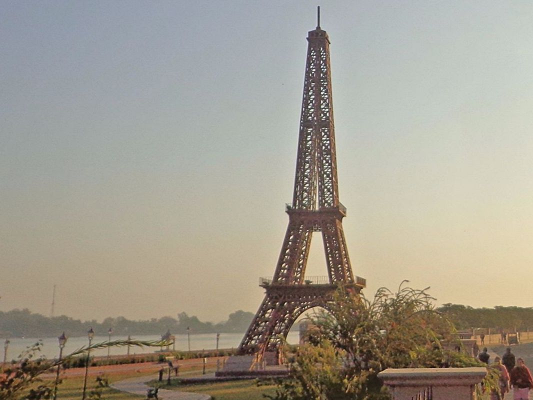 Eiffel tower Seven Wonders Park, Kota