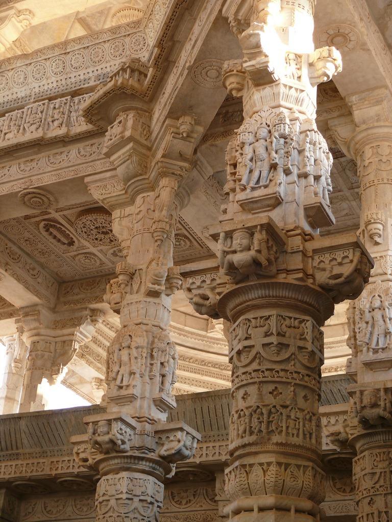 ranakpur jain temple pillars