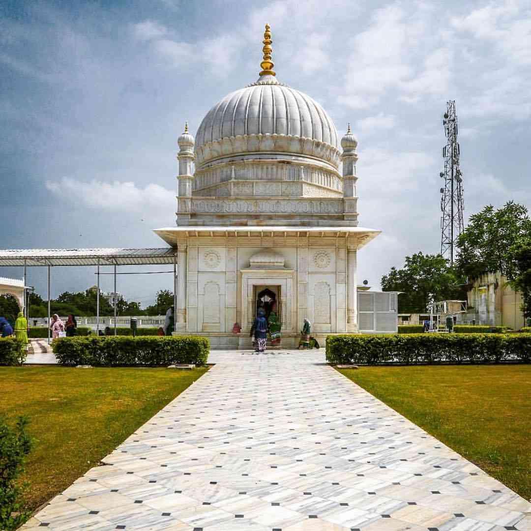 Tomb of Babjee Moula Syedi Fakhruddin