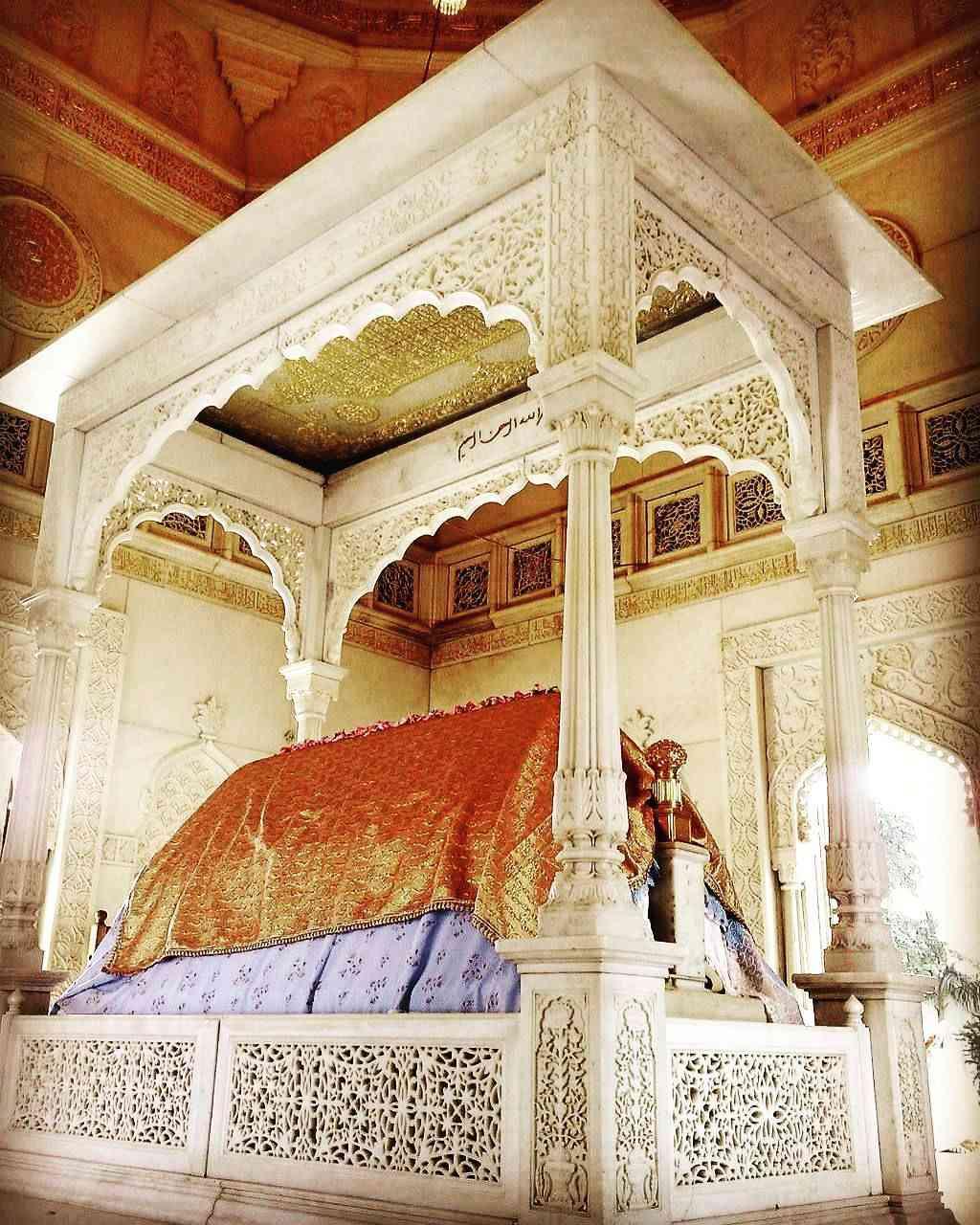 Turbat of Al Murtaz Syedi Fakhruddin Shaheed